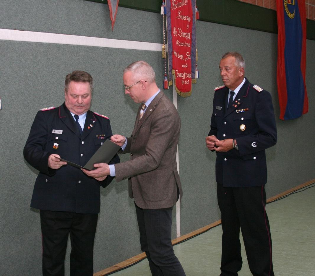 Ortsbrandmeister-Carsten-Rüdiger-10-J-Tätigkeit-als-Ehrenbeamter